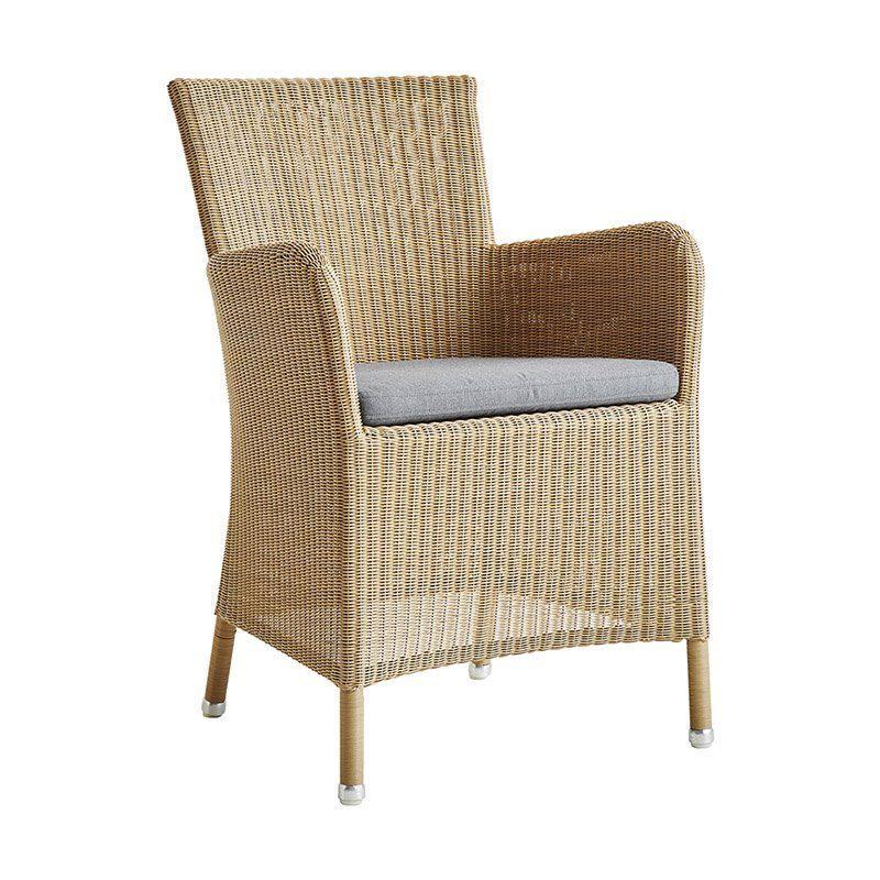 Hampsted karmstol i naturfärgad konstrotting med grå dyna från Cane-Line.