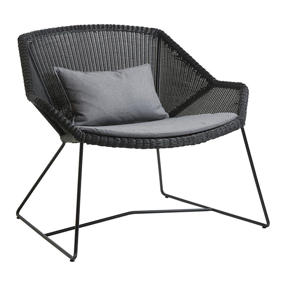 Loungefåtölj från Cane-line i svart med grå dyna.