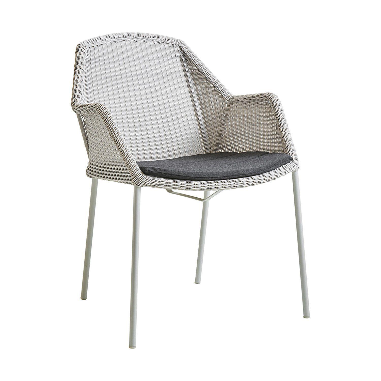 Breeze stol i vitt med svart dyna från Cane-Line.