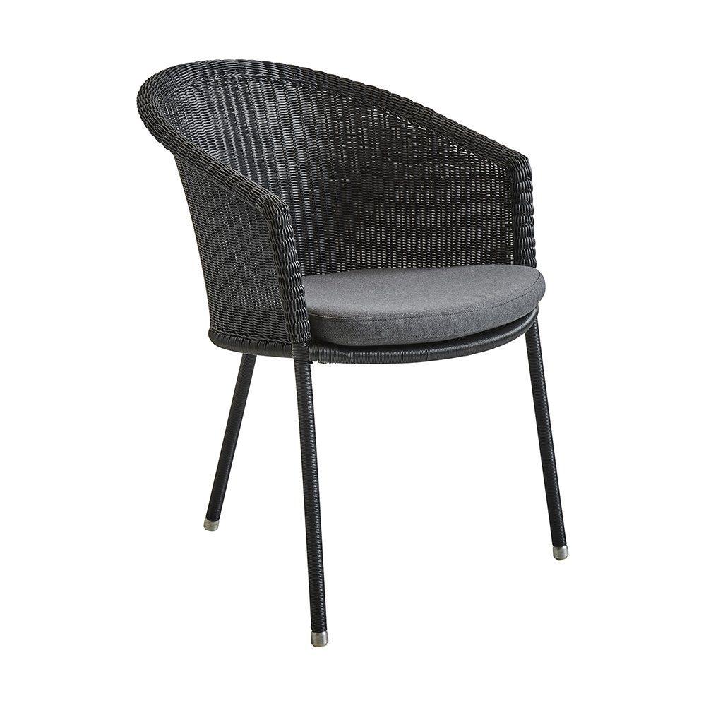 Trinity stol från Cane-Line med grå dyna.