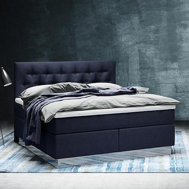 Miljöbild av en Pique sänggavel från Wonderland.