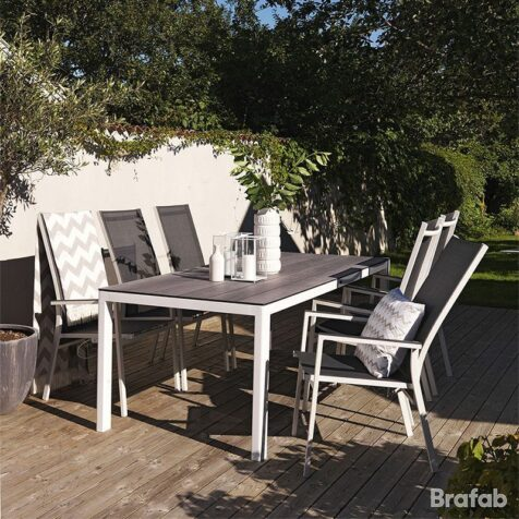 Avanti och Rodez matgrupp från Brafab i vit aluminium.
