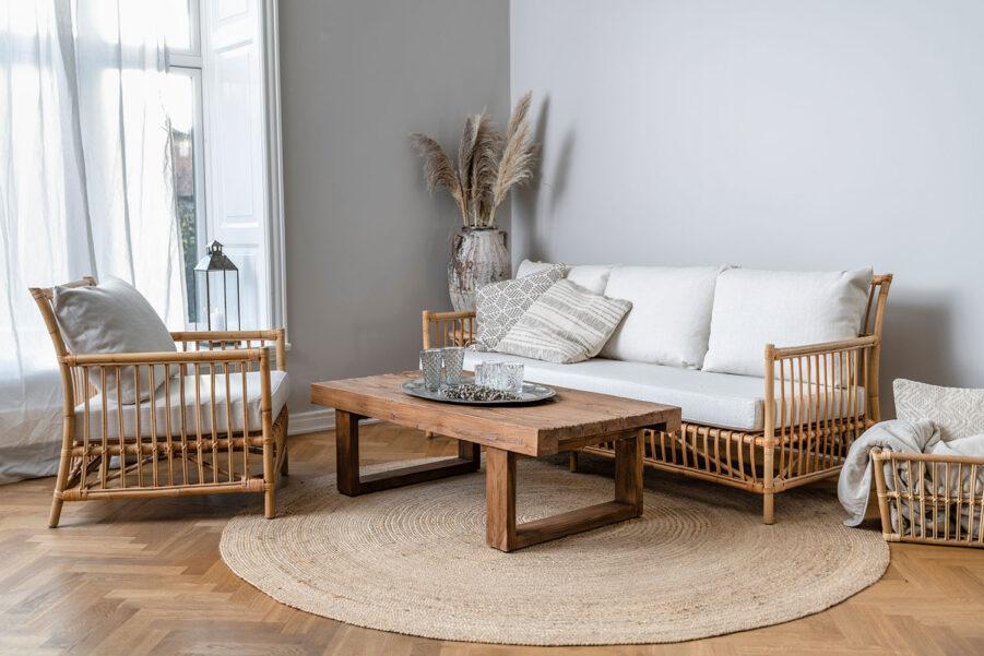 Sika-Design Caroline fåtölj och soffa natur + Alexander soffbord teak 130x65 cm