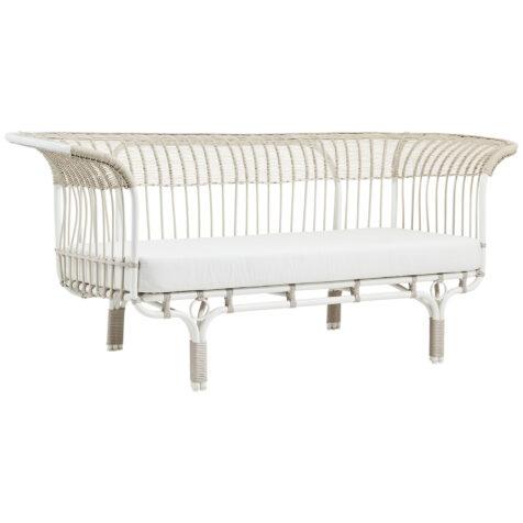 Belladonna soffa i vitt med vit dyna.