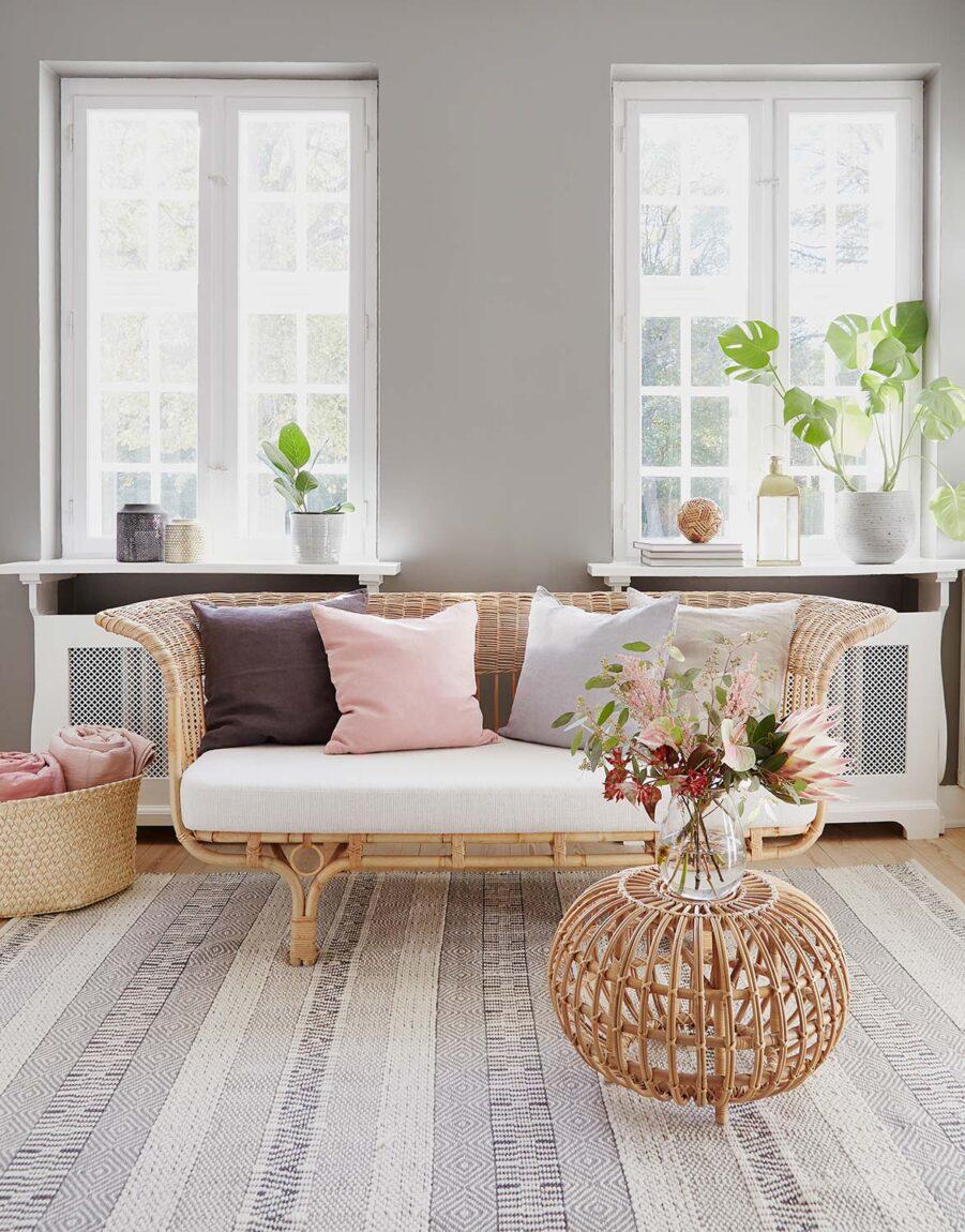 DellaDonna soffa från Sika Design i naturfärgad rotting.