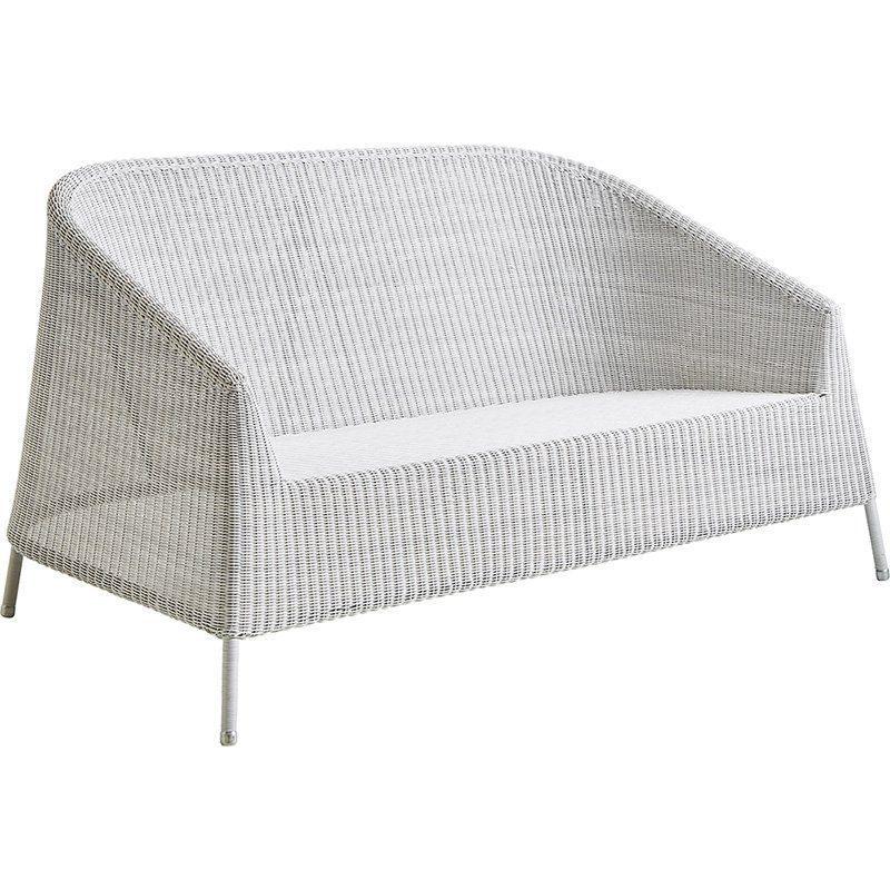 Kingston soffa i konstrotting i färgen vitgrå från Cane-Line.