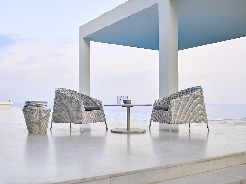 Kingston loungefåtöljer i vitgrå konstrotting.