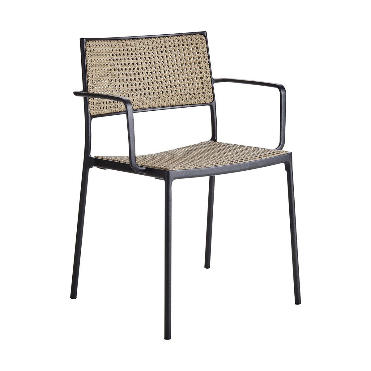 Less karmstol i aluminium och rotting från Cane-Line.