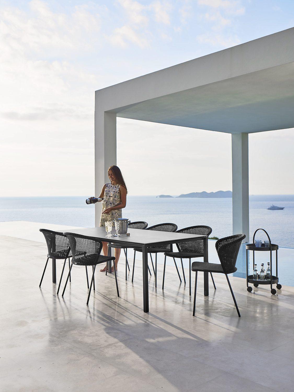 Pure bord med grå betong skiva från cane-Line.
