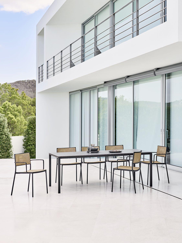 Pure bord med skivor från Cane-Line.