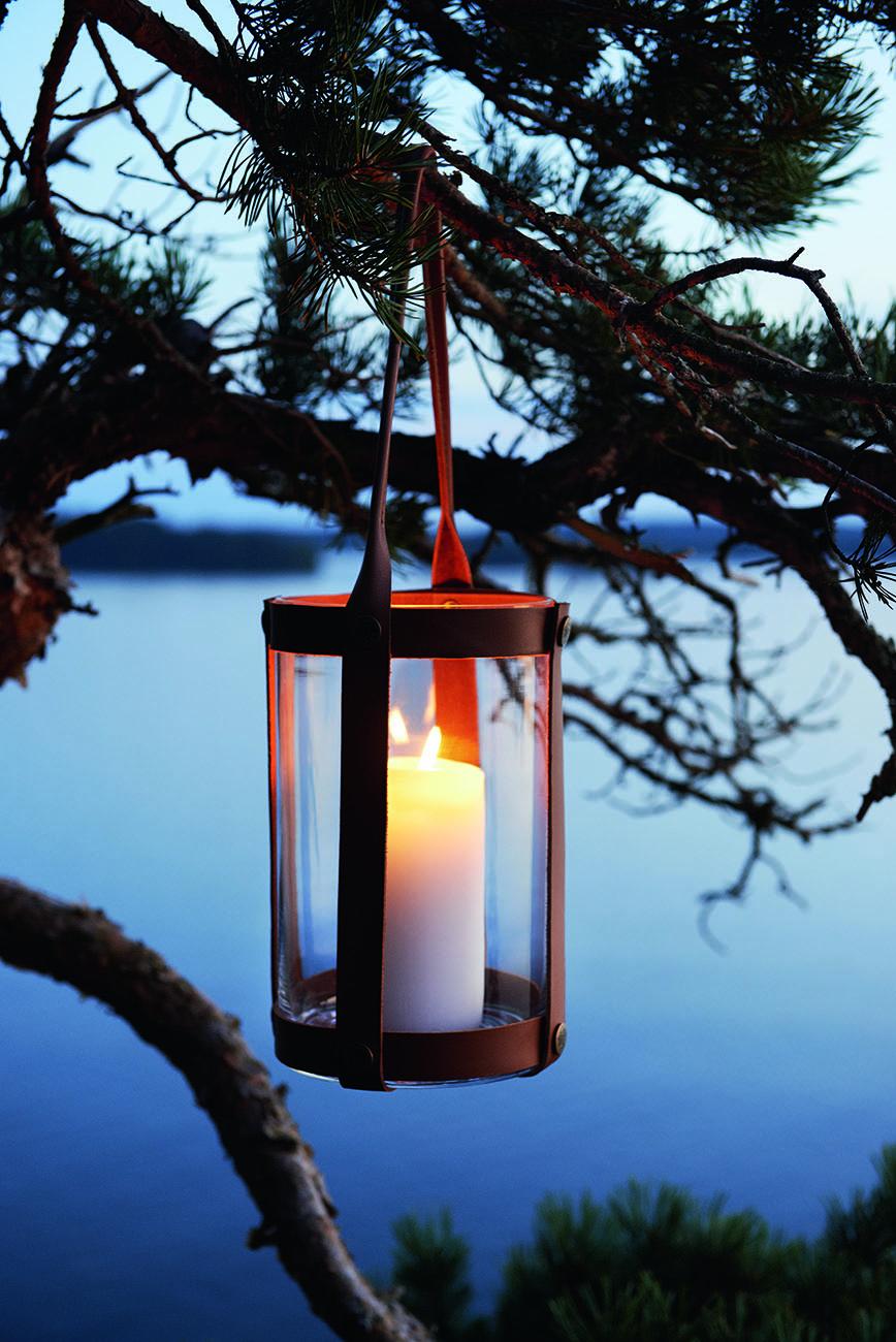 Marstrand ljuslykta i mörkt läder från Skargaarden.