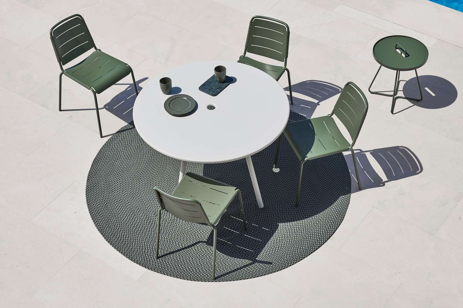 Citystolar och Area bord i aluminium från Cane-Line.
