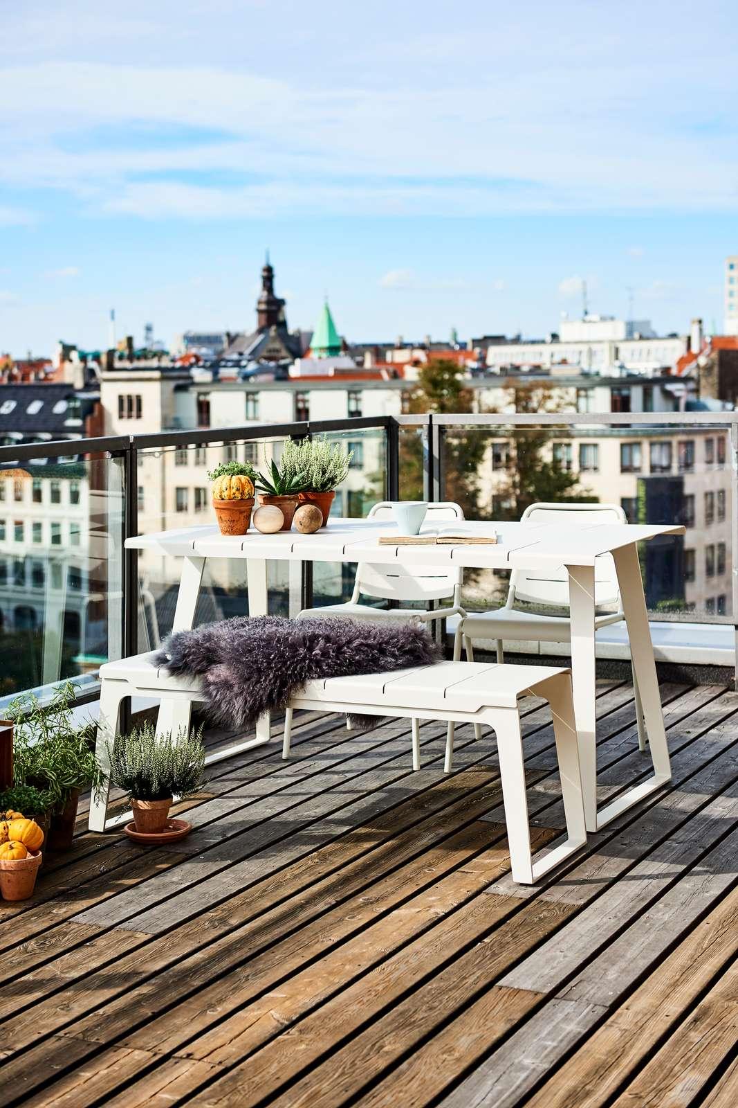 Copenhagen matbord, bänk och citystolar tillverkade i aluminium