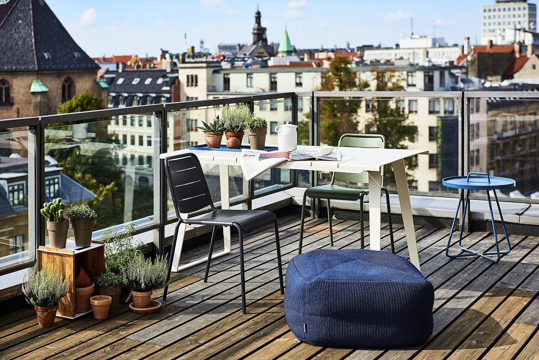 Copenhagen citystolar och bord, Divine puff och On-the-move bord i dusty blue.