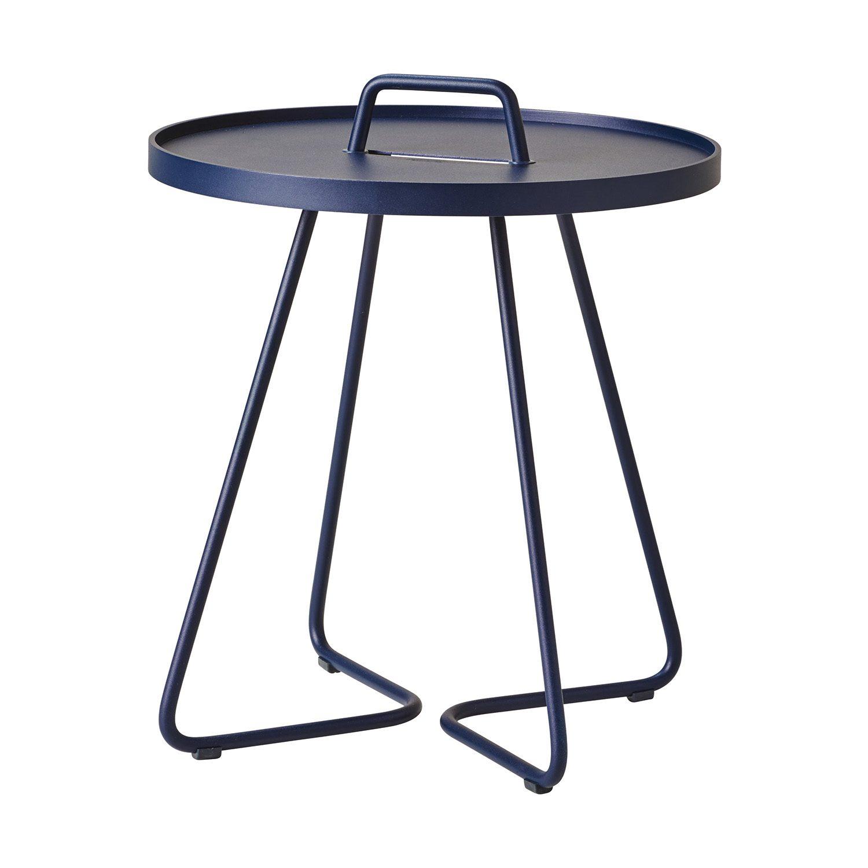 Midnattsmörkblå on-the-movebord från Cane-Line.