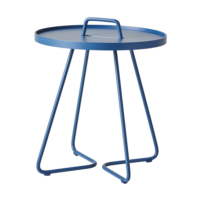 On-the-move bord i färgen dusty blue från Cane-Line.