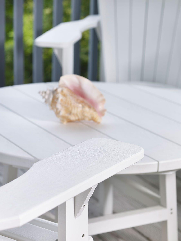 Adirondackstol i återvunnen plast från C.R.Plastic Products.