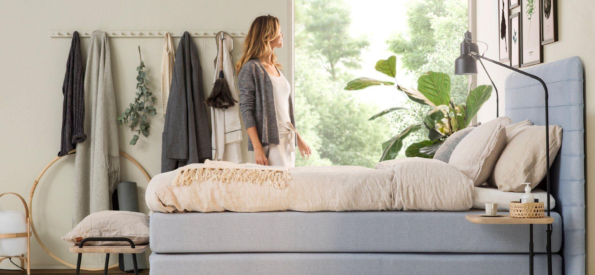 Jensen Portrait sänggavel på en kontinentalsäng.