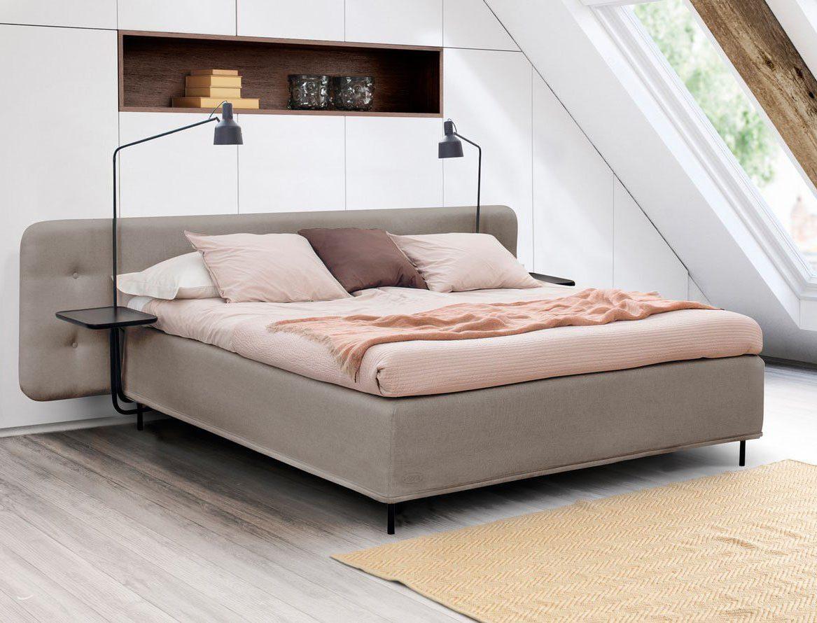 Landscape sänggavel från Jensen på en Nordic Seamless ramsäng, med add-on Lampor.