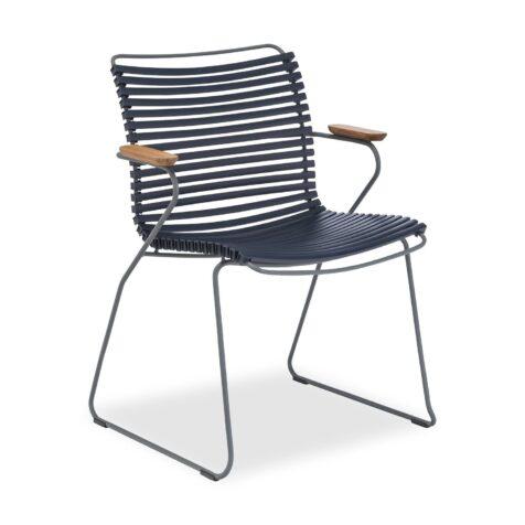 Click karmstol med låg rygg i mörkblått.