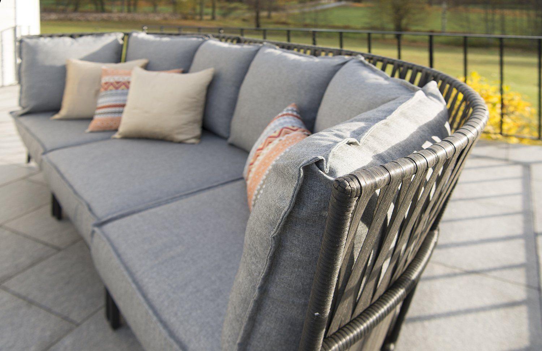 Jet Set soffa i aluminium och konstrotting med grå dynor i polyester.