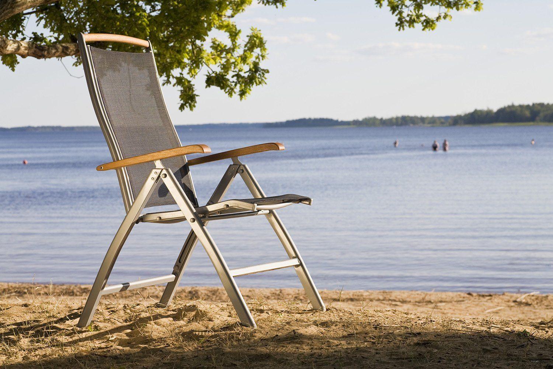 Nydala positionsstol i metall och teak från Hillerstorp.