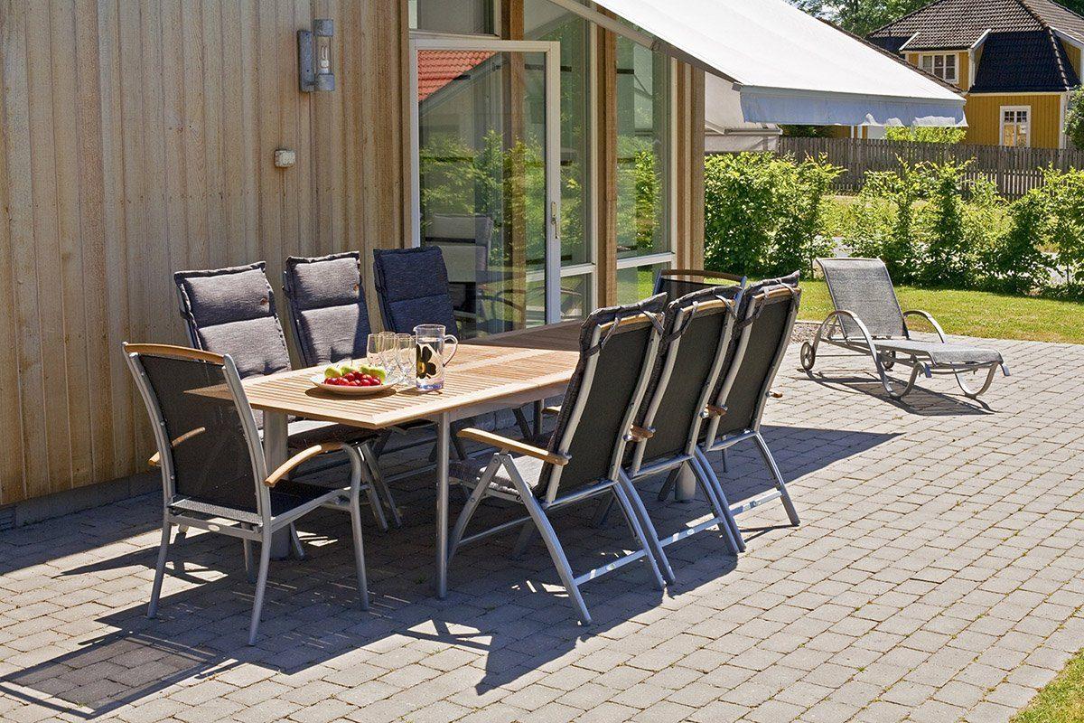 Matgruppen Nydala med positionsstolar och matbord.