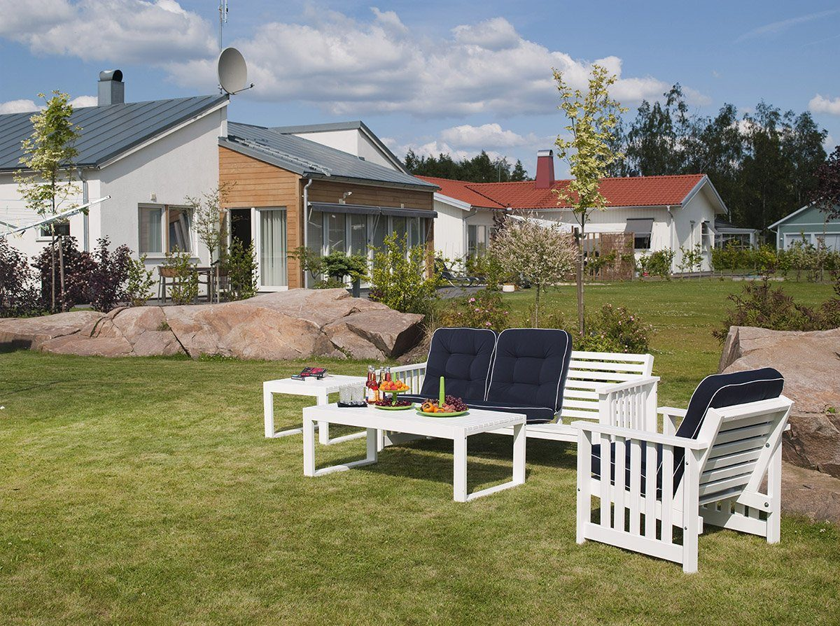 Soffgruppen Gotland i vitlaserad furu.