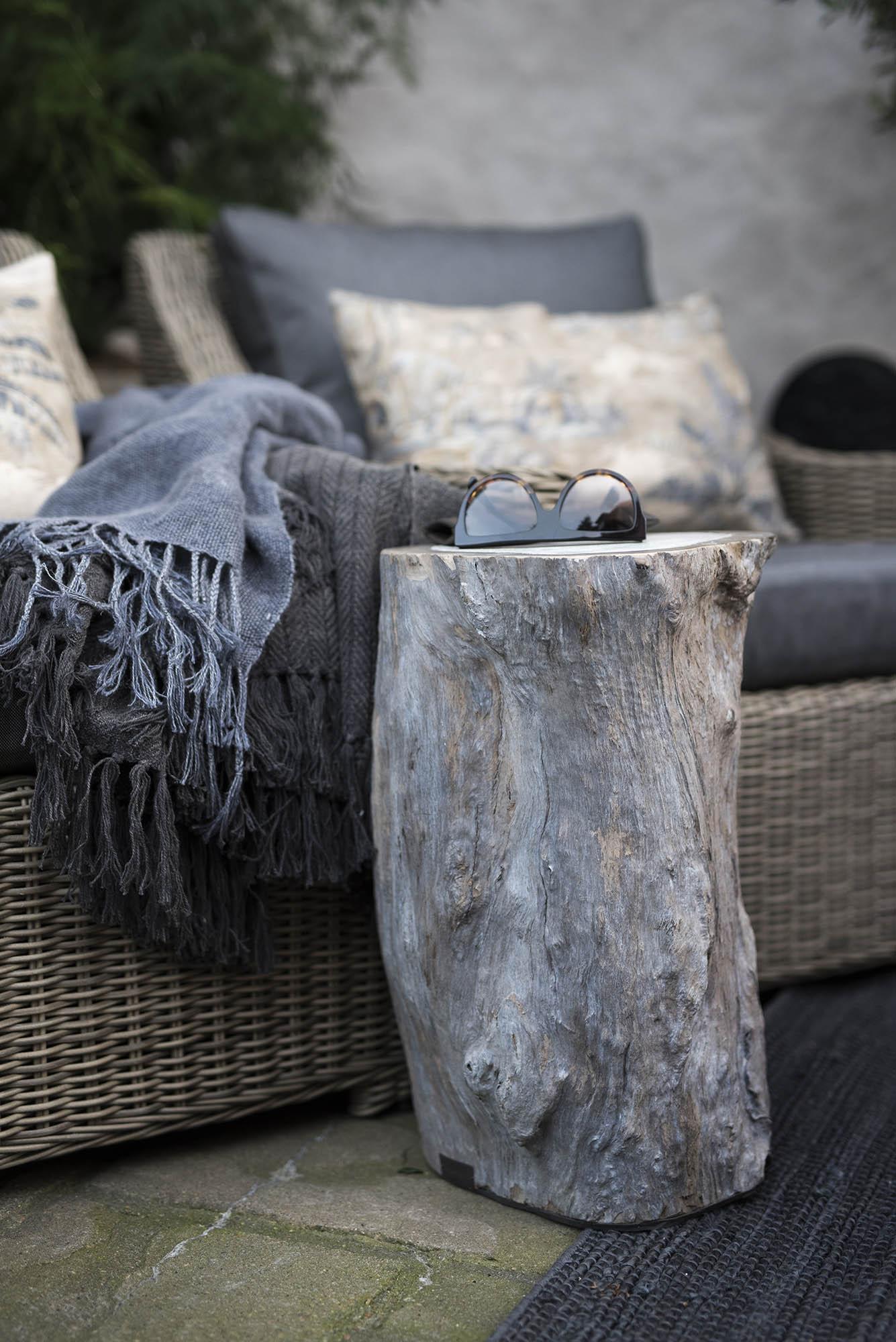 Miljöbild av Colorado log pall fån Artwood.