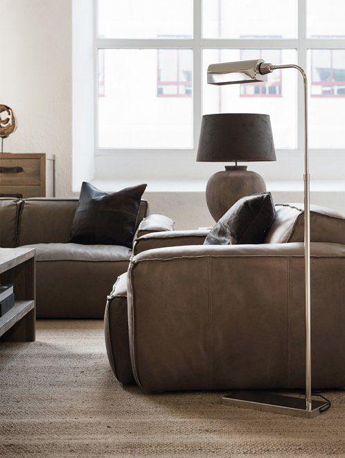 Buddy fåtölj och soffa från Artwood tillsammans med lampor.