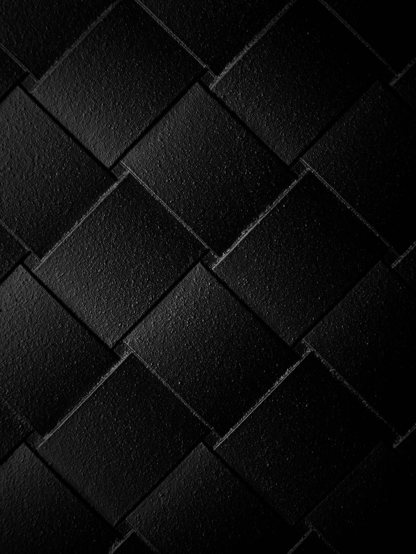 Detaljbild på Näver växtkärl i svartlackad aluminium från Byarums Bruk.