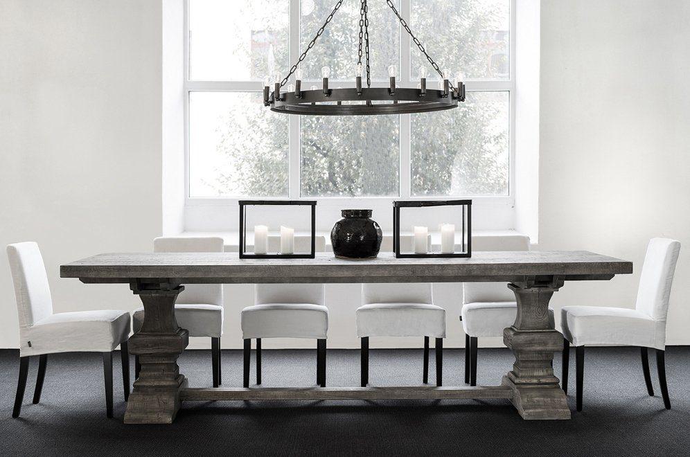 Paris matbord med boston matstolar, Crown taklampa och ljuslyktor i svart Java Oak från Artwood.