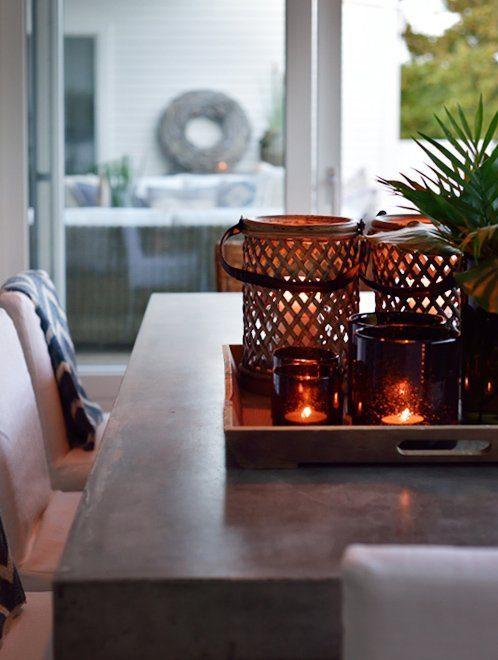 Miljöbild på Bamboo ljulyktor och Campos matbord från Artwood.