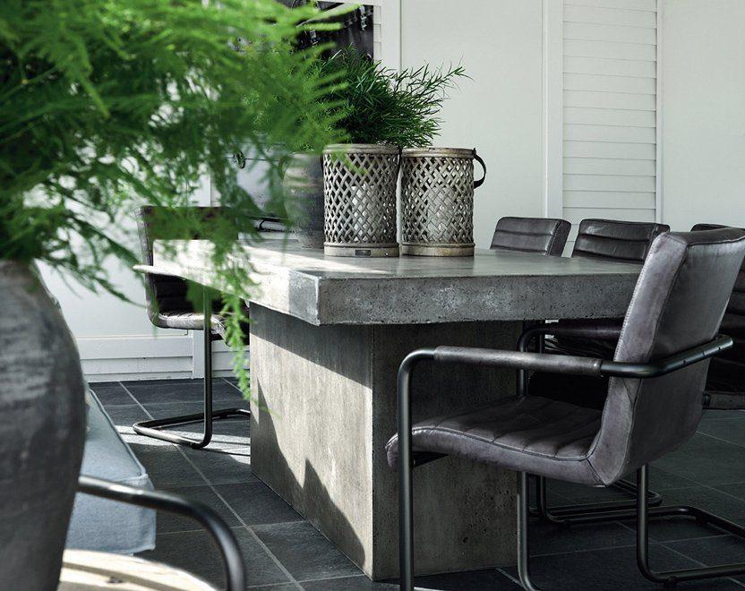 Campos matbord i betong tillsammans med Sabina karmstol från Artwood.