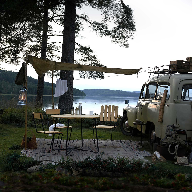 Klassikergrupp mes Stol 1 och A2 fåtölj i furu från Grythyttan Stålmöbler.