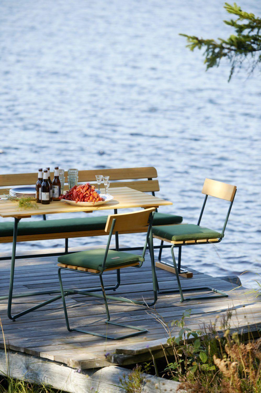 Grythyttan möbler med grönt stativ.