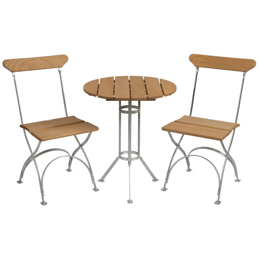 Bryggerigrupp med två stolar.
