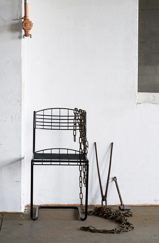 High-tech stol i svart från Grythyttan Stålmöbler.