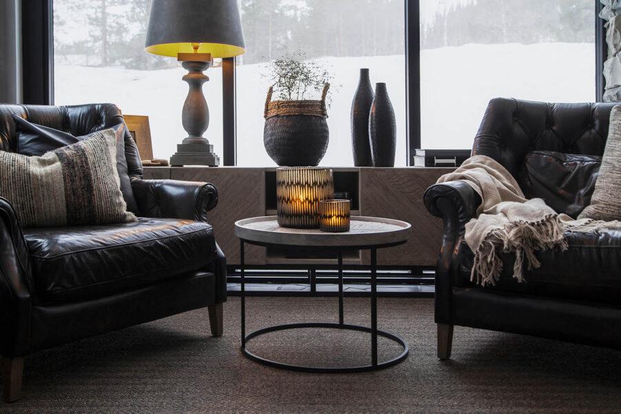 Miljöbild Vancouver skänk, Bedford fåtölj, Grant sidobord, Normandie bordslampa från artwood