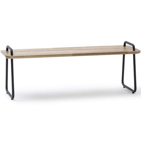 Jensen Sit-On bänk i oljad ek med stativ av pulverlackat stål.