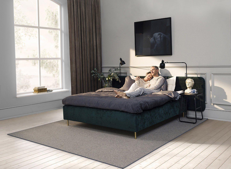 Miljöbild med Add-On lampor monterade på en säng.