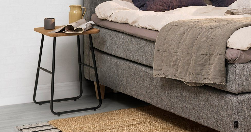 Jensen Add On Floor sängbord i en miljöbild.