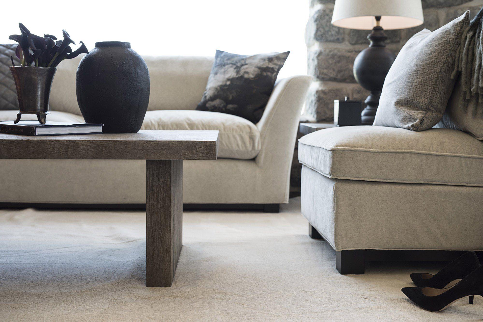 New Soho soffa, Plint soffbord och Midtown fåtölj i tyget Barkley Offwhite.
