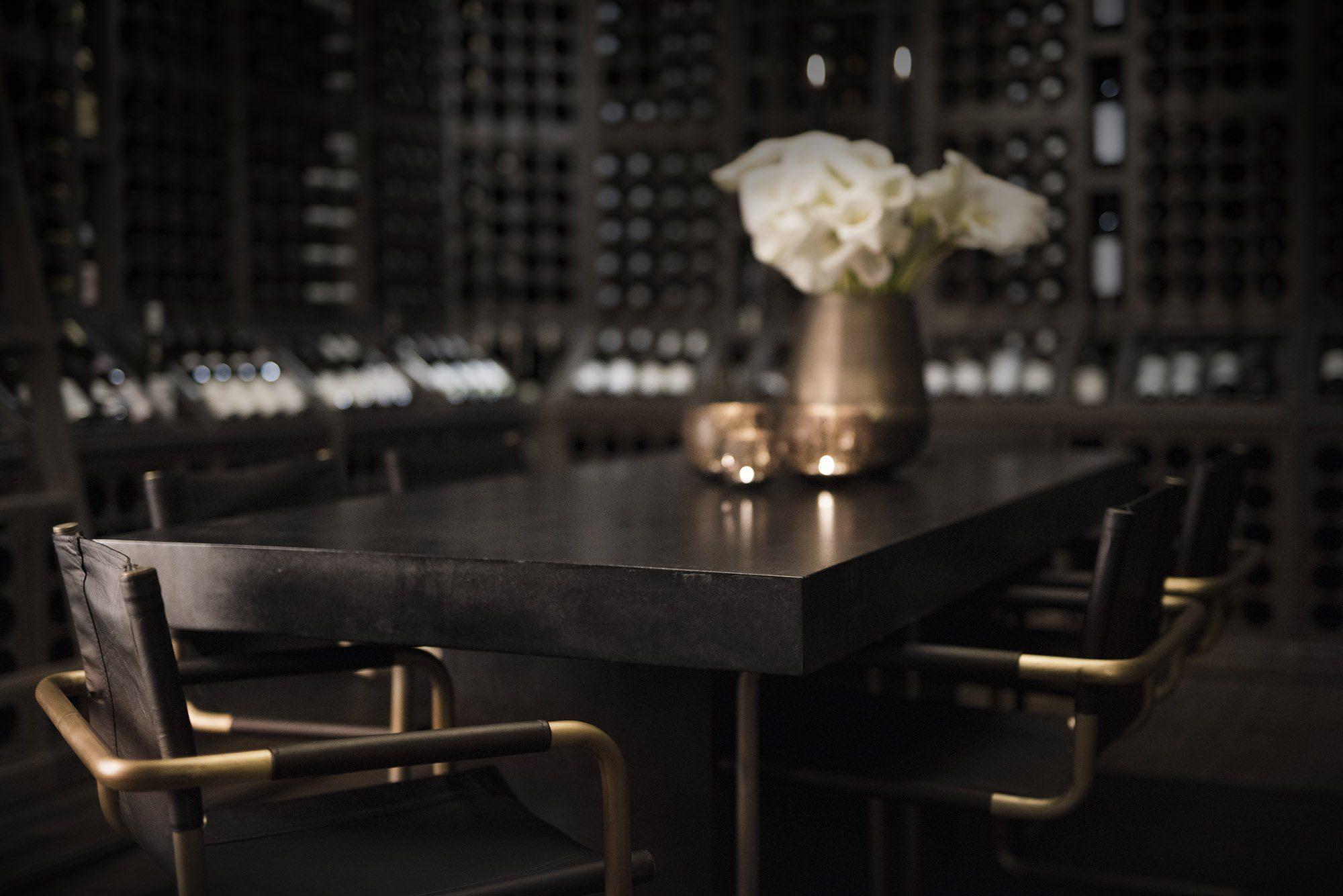 Campos matbord i svart med Gianni stolar från Artwood.