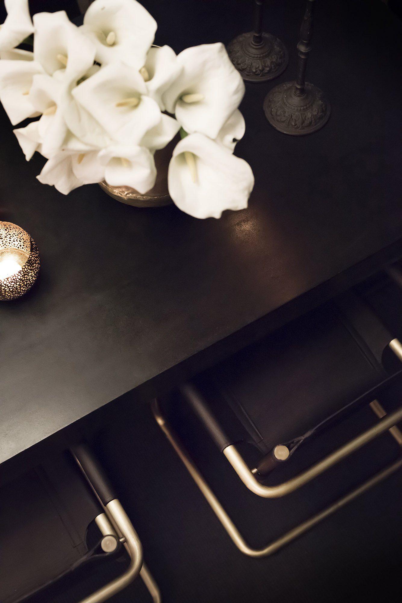 Gianni stolar och Campos matbord i svart.