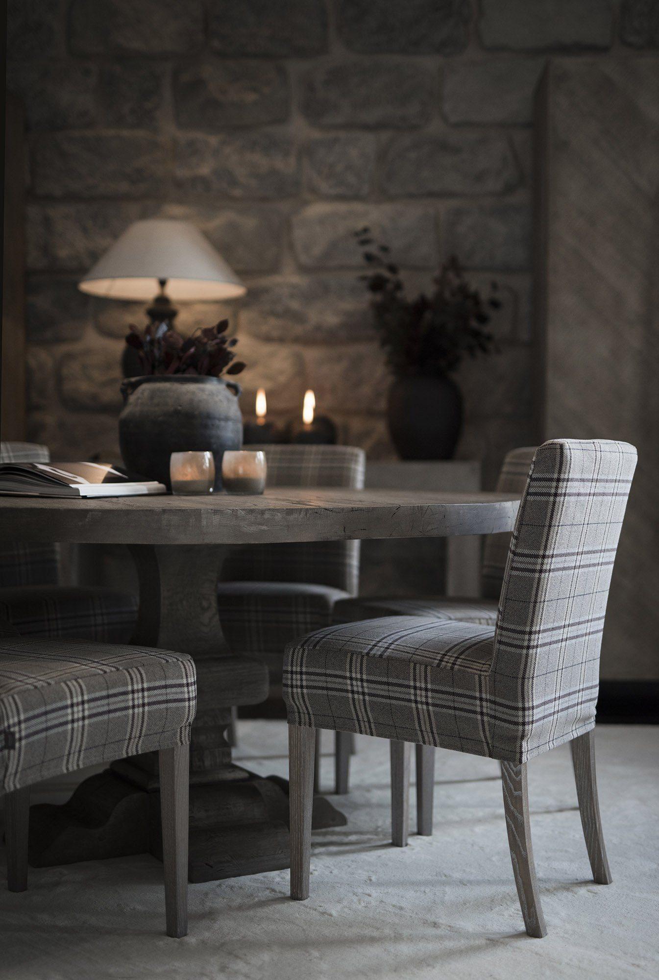 Paris round matbord med Boston stolar från Artwood.