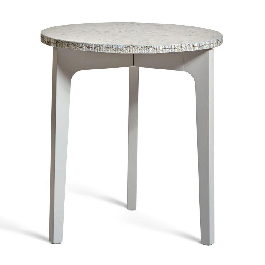 Höllviken sidobord i ljusgrått med kalkstensskiva.