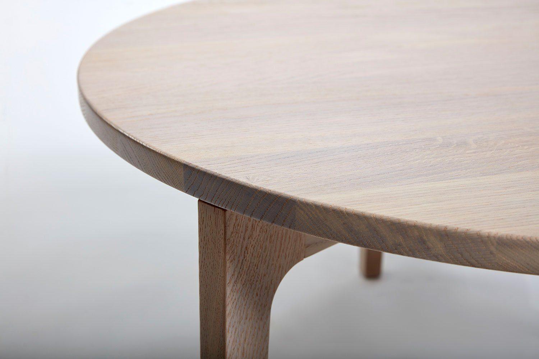 Detaljbild på Höllviken bord i vitpigmenterad ek.