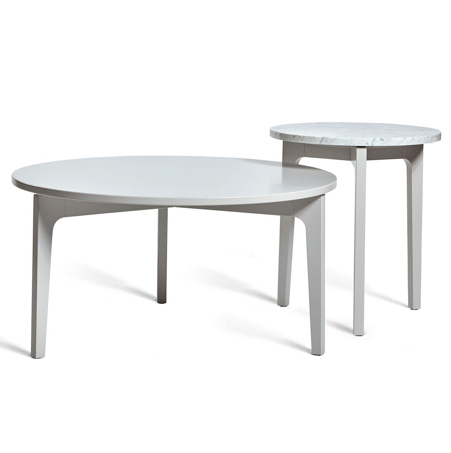 Höllviken soffbord och sidobord i ljusgrått med marmortopp på sidobordet från Mavis.