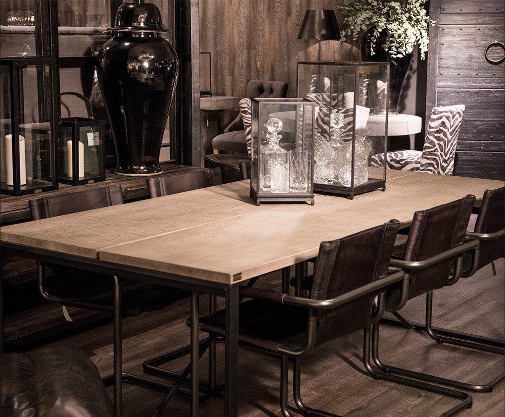 Matbordet Benny med Giannistolar från Artwood.